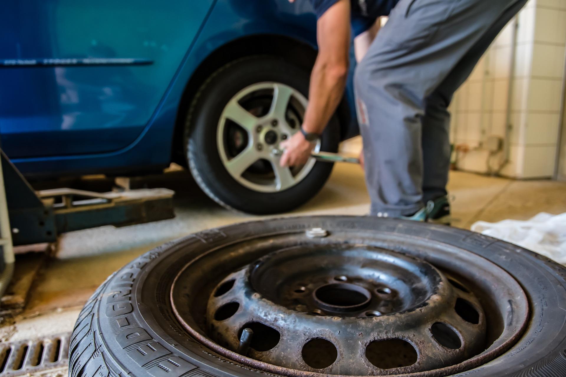 アメリカでタイヤがパンクした時の解決策【交換と修理の金額比較】